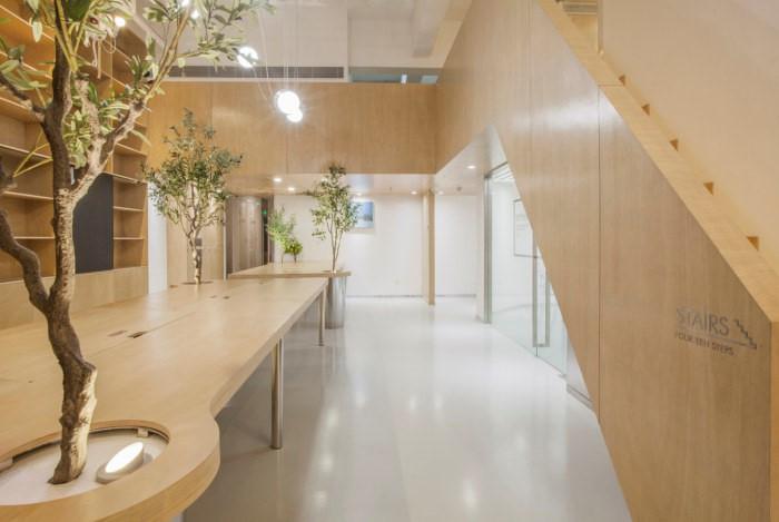desain interior kantor minimalis natural 06