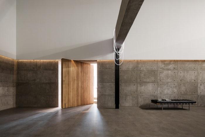 desain ruang kantor sederhana dengan pintu yang kreatif