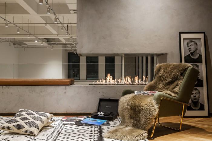 desain ruang kantor sederhana area diskusi