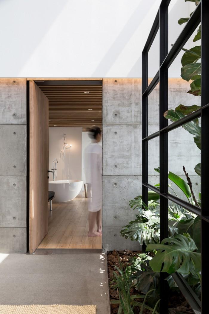 desain ruang kantor sederhana area kamar mandi