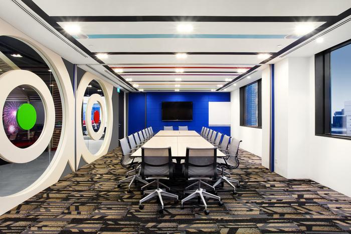 Desain ruang kantor unik 05