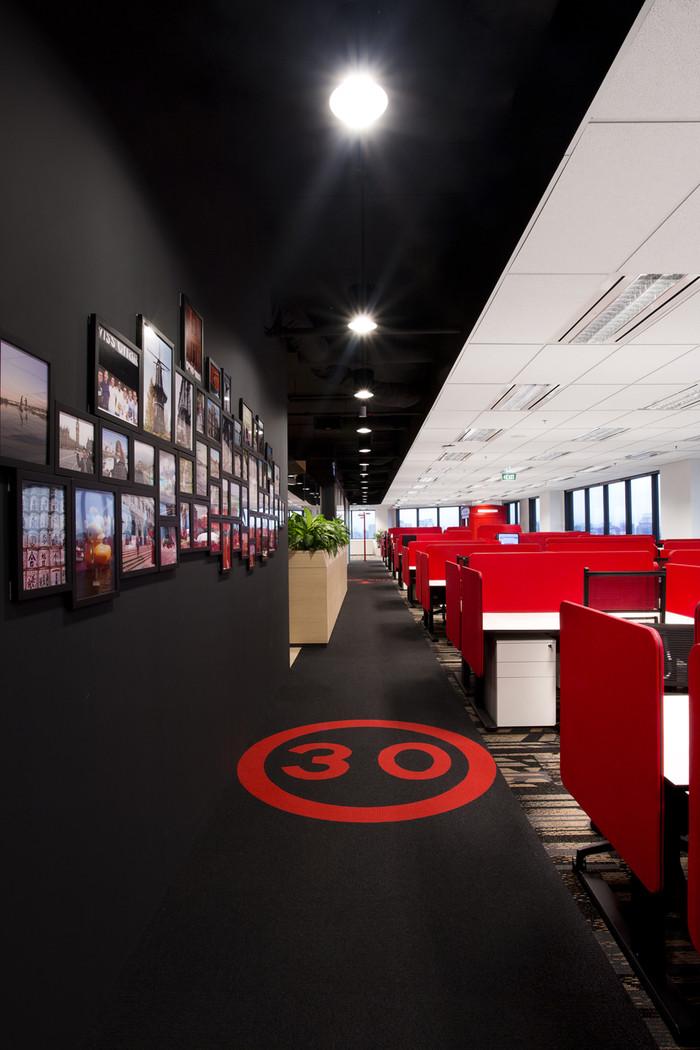 Desain ruang kantor unik 06