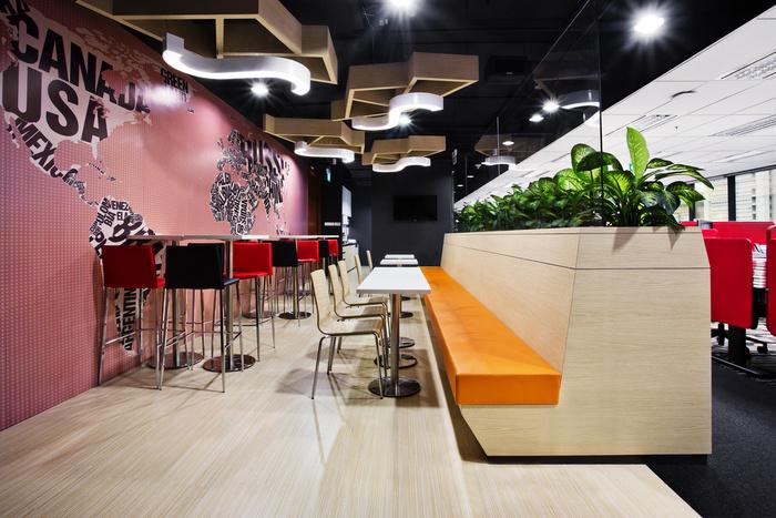 Desain ruang kantor unik 07